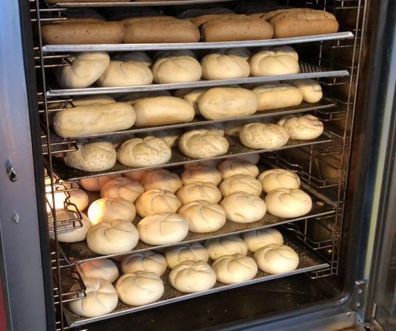Vers gebakken broodjes 5 voor €1,-