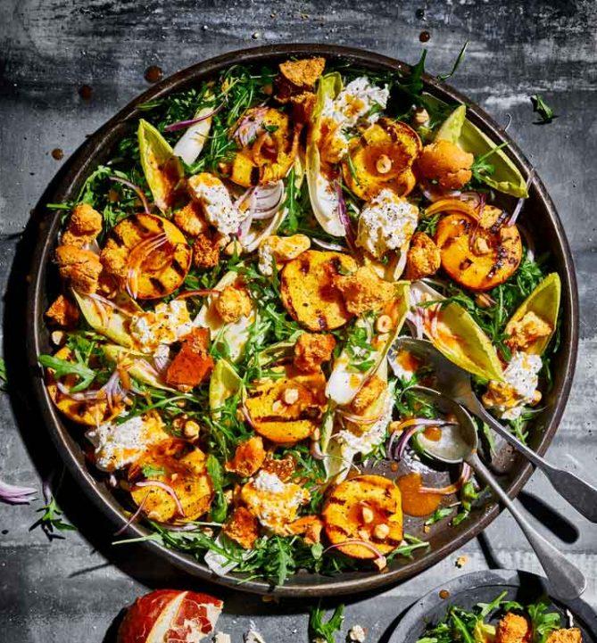 Burrata en gegrilde perziken salade