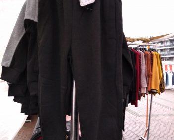 Joggingbroek in de kleur zwart Euro 5,00